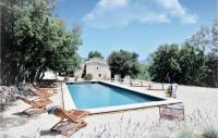 gite Gargas Five-Bedroom Holiday Home in Bonnieux