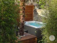 gite Carbon Blanc Maison de ville à Bordeaux avec jardin et jacuzzi
