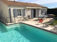 gite Brem sur Mer House A 300 metres des commerces et 500 metres de la mer - belle villa avec piscine chauffee