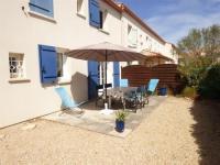 gite La Chapelle Achard House En résidence de vacances avec piscine collective - maison de type 3 étage avec jardinet clos // 4 personnes