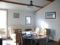 gite Saint Urbain House En résidence de vacances avec piscine collective - maisonnette de type 2 / 4 personnes