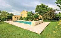 gite Mornas Three-Bedroom Holiday Home in Caderousse