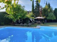 gite Montcuq Maison de charme - Centre-ville avec piscine et parking
