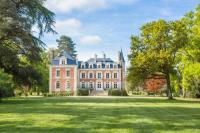 gite Grand Auverné Cande Chateau Sleeps 13 Pool WiFi
