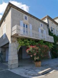 gite Puycornet CAHORS SUD : Maison quercynoise avec vue sur place du village