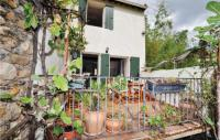 gite Thuir Two-Bedroom Holiday Home in Ceret