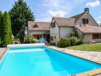 gite La Groutte Comfortable holiday home in Cerilly with Private Pool