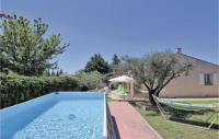 gite Eygalières Awesome home in Chateaurenard w WiFi, 3 Bedrooms and Outdoor swimming pool