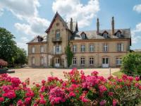 gite Saint Varent Attractive Holiday Home in Clessé with Swimming Pool
