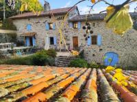 gite Silhac Restored Mansion in Saint-Basile with Private Pool
