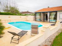 gite Floressas Modern Holiday Home in Condezaygues with a Private Pool