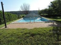 gite Alleins Loue haut de villa au calme piscine jardin arboré
