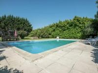gite Chamouillac Castle with private tennis court and swimming pool, at 60 km from Bordeaux.