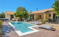 gite Montfrin Nice home in Eyragues w Outdoor swimming pool, WiFi and Outdoor swimming pool