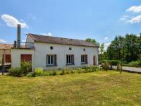 gite Saint Jean de Duras Spacious Holiday Home with Private Garden in Fonroque
