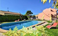 gite Arles Nice home in Garons w Outdoor swimming pool, Outdoor swimming pool and 4 Bedrooms