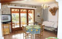 gite Eyguières Six-Bedroom Holiday Home in Gordes
