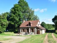 Cozy Holiday Home with Garden near Forest in Isenay-La-Maison-Du-Pere-Patin