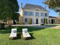 gite Ozillac Luxury Chateau France - Pool