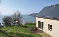 gite Trégastel Three-Bedroom Holiday Home in Saint Michel en Greve