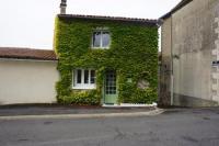 gite Usson du Poitou Ivy house