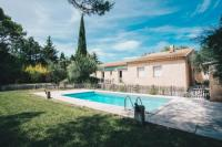 gite Lamanon Charming secluded house with a private outdoor pool