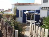 gite Avrillé House Maisonnette dans residence proche plage et foret