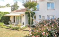 gite Talmont Saint Hilaire Three-Bedroom Holiday Home in La Faute sur Mer