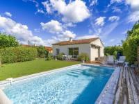 gite Aix en Provence Quaint Holiday Home in La Roque d'Anthéron with Pool