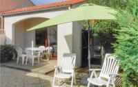 gite La Jonchère Beautiful home in la Trance Mer w 1 Bedrooms