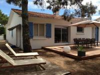 gite Poiroux Jolie maison de famille dans pinède et parc privé -150m de la plage