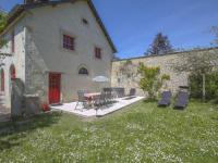 gite Saint Vaast sur Seulles Vintage Holiday Home in Le Manoir with Jacuzzi
