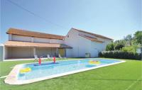gite Beaucaire Two-Bedroom Holiday Home in Le Sambuc