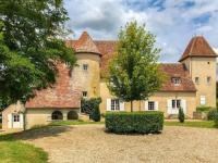 gite Sancoins Un Château En Bordure De Rivière