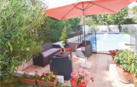 gite Saint Étienne du Grès Nice home in Avignon-Les Angles w Outdoor swimming pool, Outdoor swimming pool and 3 Bedrooms