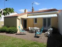 gite L'Île d'Olonne House Rue j. vedrines- agreable pavillon avec jardin clos