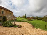 gite Floressas Romantic manor house with a rustic interior and large jacuzzi in Loubejac