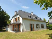 gite Peyrouse La bergerie, maison spacieuse avec grand jardin, vue sur les Pyrénées