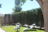 gite Eyragues Agréable maison 4 personnes , centre village, avec jardin