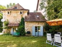 gite Saint Médard d'Excideuil Heritage Holiday Home in Mayac with Pool