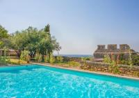 Location de vacances Mazan Mazan Chateau Sleeps 8 Pool