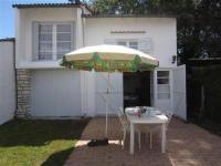 gite Queyrac House Meschers sur gironde : petite maison de vacances au calme avec jardin