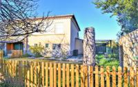 gite Arles Stunning home in Meynes w WiFi and 2 Bedrooms