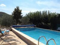 gite Saint Joseph des Bancs Quaint Cottage in Mirabel with Pool
