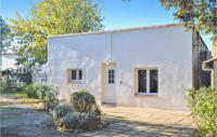 gite Port Saint Louis du Rhône Awesome home in Miramas w Outdoor swimming pool and 1 Bedrooms