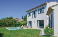 gite Arles Three-Bedroom Holiday Home in Molleges