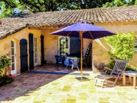 Cozy Cottage with Private Terrcae in Montagnac-sur-Lede-La-Bruyere-Haute-La-Petite-Maison