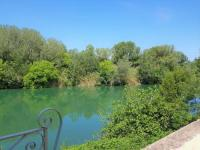 gite Maussane les Alpilles Gite face à la rivière -proche du pont du Gard-