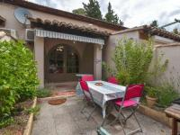 gite Arles Secluded Cottage in Mouries with Garden