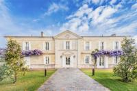 gite Sainte Terre Neac Chateau Sleeps 10 with Pool Air Con and WiFi